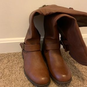 Shoes - 8.5W BOOTS